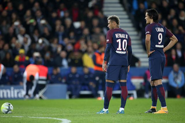 "Before they fought over a penalty, <a class=""link rapid-noclick-resp"" href=""/olympics/rio-2016/a/1215128/"" data-ylk=""slk:Neymar"">Neymar</a> and <a class=""link rapid-noclick-resp"" href=""/soccer/players/edinson-cavani/"" data-ylk=""slk:Edinson Cavani"">Edinson Cavani</a> began their petty feud over a free kick. (Getty)"