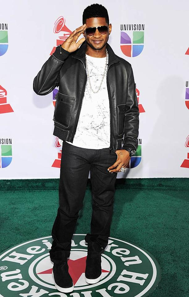 "Usher saluted the paparazzi pit before heading into the ceremony, where he performed ""Promise"" with Romeo Santos. (11/10/2011)"