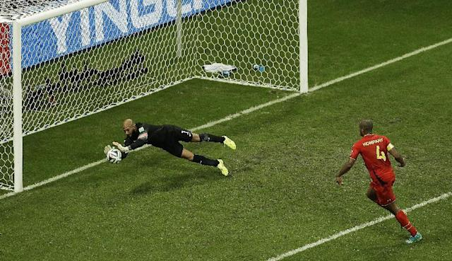 United States' goalkeeper Tim Howard makes a save as Belgium's Vincent Kompany, right, looks on during the World Cup round of 16 soccer match between Belgium and the USA at the Arena Fonte Nova in Salvador, Brazil, Tuesday, July 1, 2014. (AP Photo/Themba Hadebe)