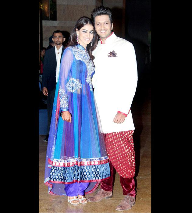 It is time to play hosts for this lovey - dovey couple Riteish and Genelia. Don't they look lovely together?