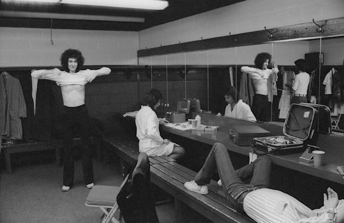 <p>British rock band Queen backstage during the band's US tour, January 1977.</p>