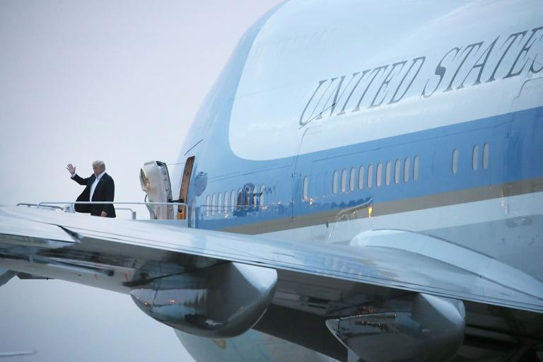 El presidente de EEUU, Donald Trump, sale del Air Force One en la Joint Base Andrews a su regreso de Singapur, el 13 de junio de 2018