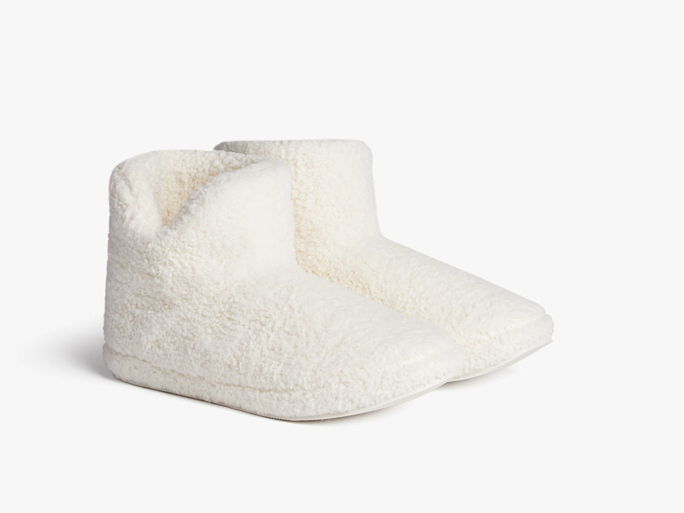 "<strong>$50 - $75</strong><br>Say hello to the most realistic budget of the bunch. Here you'll find all of the practical items your giftee has likely already added to their wishlist.<br><br><strong>Parachute</strong> Cozy Bootie, $, available at <a href=""https://go.skimresources.com/?id=30283X879131&url=https%3A%2F%2Fwww.parachutehome.com%2Fproducts%2Fcozy-bootie"" rel=""nofollow noopener"" target=""_blank"" data-ylk=""slk:Parachute"" class=""link rapid-noclick-resp"">Parachute</a>"