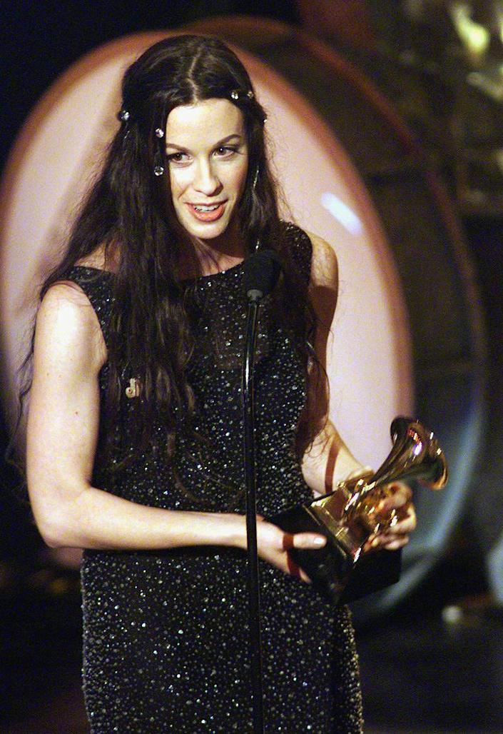 Canadian singer Alanis Morrisette receives her awa (HECTOR MATA / AFP via Getty Images)