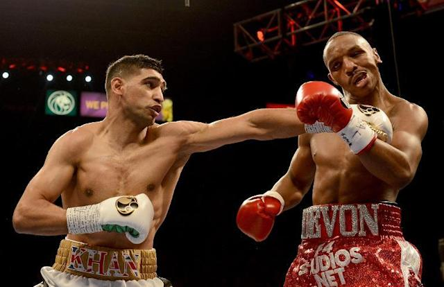 Amir Khan (L) hits Devon Alexander during their welterweight bout at the MGM Grand Garden Arena on December 13, 2014 in Las Vegas (AFP Photo/Donald Miralle)
