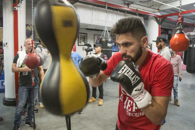 "<a class=""link rapid-noclick-resp"" href=""/college-football/players/282845/"" data-ylk=""slk:Jose Ramirez"">Jose Ramirez</a> tried training with the great Freddie Roach, but later hired Robert Garcia. (Getty Images)"