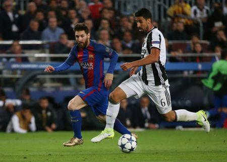 Football Soccer - FC Barcelona v Juventus - UEFA Champions League Quarter Final Second Leg - The Nou Camp, Barcelona, Spain - 19/4/17 Barcelona's Lionel Messi in action with Juventus' Sami Khedira Reuters / Sergio Perez Livepic