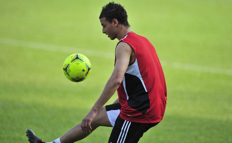 Marouane Chamakh trains in Libreville on January 20, 2012