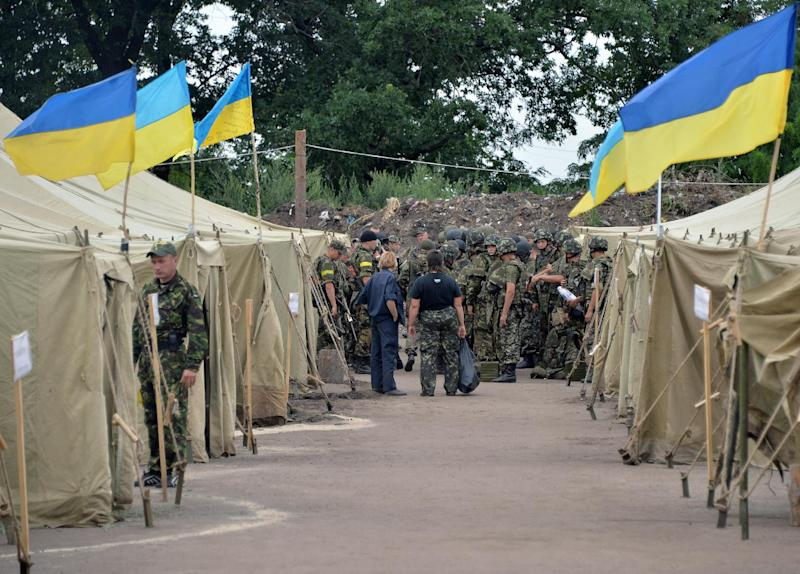 Ukrainian servicemen prepare to replace their colleagues guarding check-points in the Donetsk region at a base camp near the north-eastern Ukrainian city of Izyum on July 15, 2014 (AFP Photo/Genya Savilov)