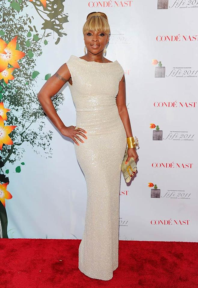 """Mary J. Blige struck a pose in a form-fitting ivory gown. The R&B star took home two awards for her fragrance, My Life. Andrew H. Walker/<a href=""""http://www.gettyimages.com/"""" target=""""new"""">GettyImages.com</a> - May 25, 2011"""
