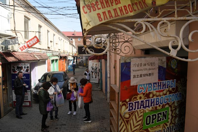 Tourists buy souvenirs in the far-eastern Russian port city of Vladivostok (AFP Photo/Kirill KUDRYAVTSEV)