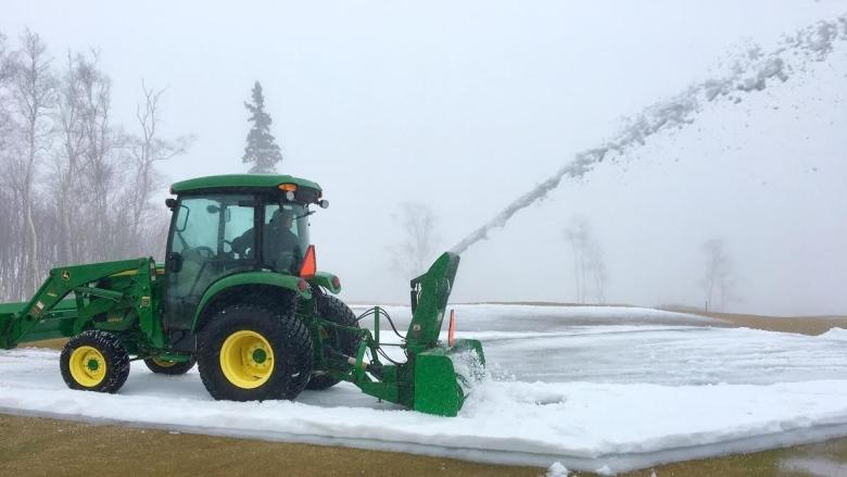 'It's a guessing game': Winter weather keeps golf courses busy