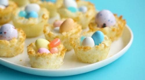 These coconut macaroon easter baskets are to diy for video these coconut macaroon easter baskets are to diy for negle Images