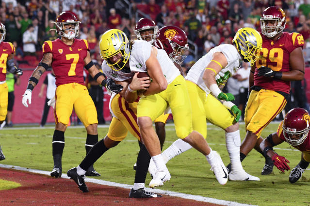 Oregon quarterback Justin Herbert (10) runs in for a touchdown against USC on November 2, 2019, at Los Angeles Memorial Coliseum in Los Angeles. (Photo by Brian Rothmuller/Icon Sportswire via Getty Images)