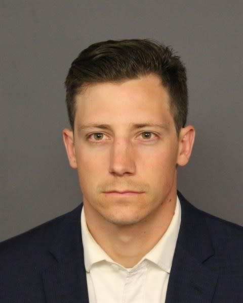 Back-flipping Federal Bureau of Investigation  agent who accidentally shot Denver nightclub-goer surrenders