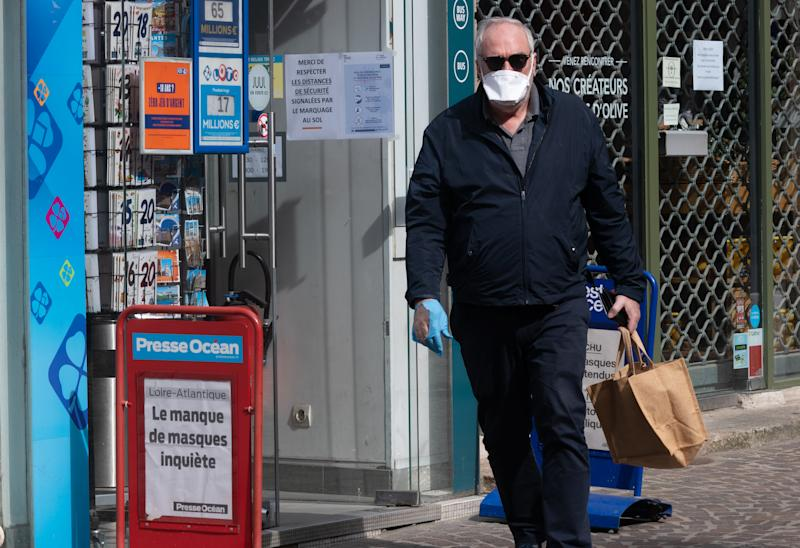 Man wearing an FFP2 protective mask and gloves to protect himself from the Coronavirus / Covid-19 on the streets of Nantes, France on March 20, 2020, the fourth day of confinement. (Photo by Estelle Ruiz/NurPhoto via Getty Images)