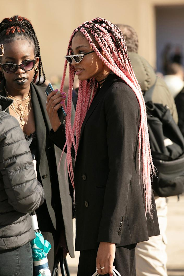 """Let these <a href=""""https://www.refinery29.com/en-us/box-braids-with-color"""" rel=""""nofollow noopener"""" target=""""_blank"""" data-ylk=""""slk:pastel pink box braids"""" class=""""link rapid-noclick-resp""""> pastel pink box braids</a> serve as a friendly reminder that spring is near, so start planning those colourful protective looks now. <span class=""""copyright"""">Photographed by Hannan Saleh.</span>"""