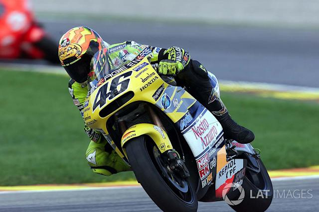 """2001 - Valentino Rossi, Honda <span class=""""copyright"""">Gold and Goose / Motorsport Images</span>"""