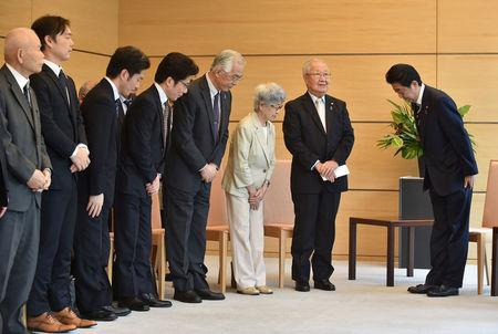 Japan's Prime Minister Shinzo Abe (R) meets family members of victims abducted to North Korea at the Prime Minister's official residence in Tokyo, Japan, June 14, 2018.  Kazuhiro Nogi/Pool via Reuters