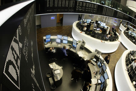 An overview shows the DAX board and the trading floor at the Frankfurt stock exchange