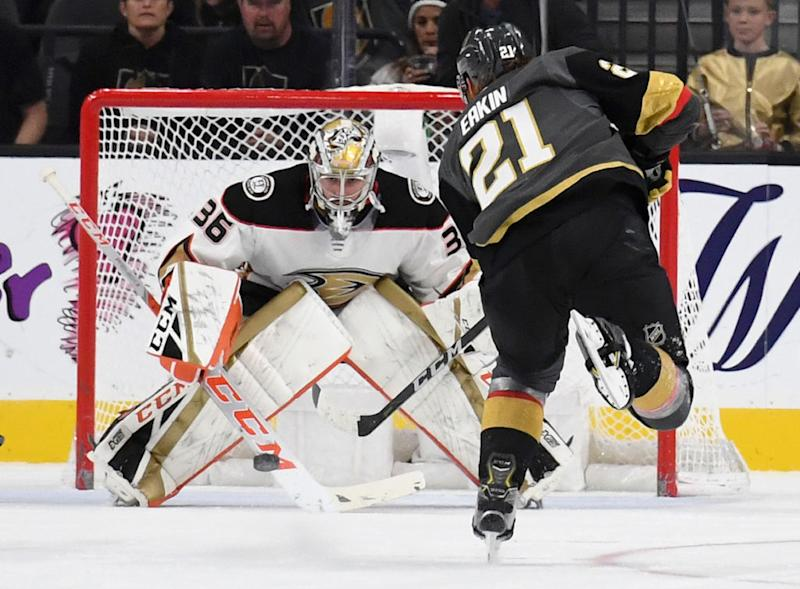 John Gibson is the Anaheim Ducks. (Getty)