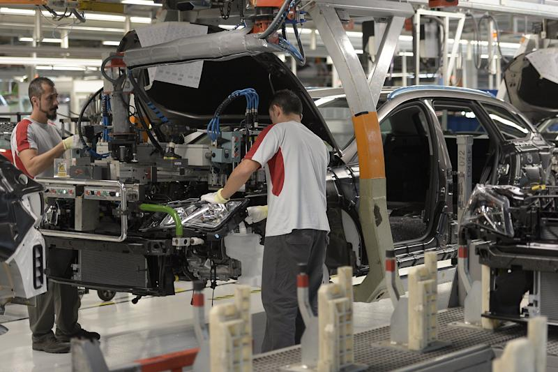 Trabajadores de Seat en la fábrica de Martorell. (Photo: Getty)
