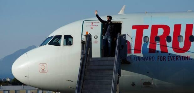 Liberal Leader Justin Trudeau arrives in Vancouver, B.C., on Tuesday, Aug. 24, 2021. (Sean Kilpatrick/The Canadian Press - image credit)