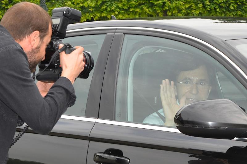 Belgium's Prime Minister Elio Di Rupo (R) arrives in a car at the Royal Palace in Brussels on May 26, 2014