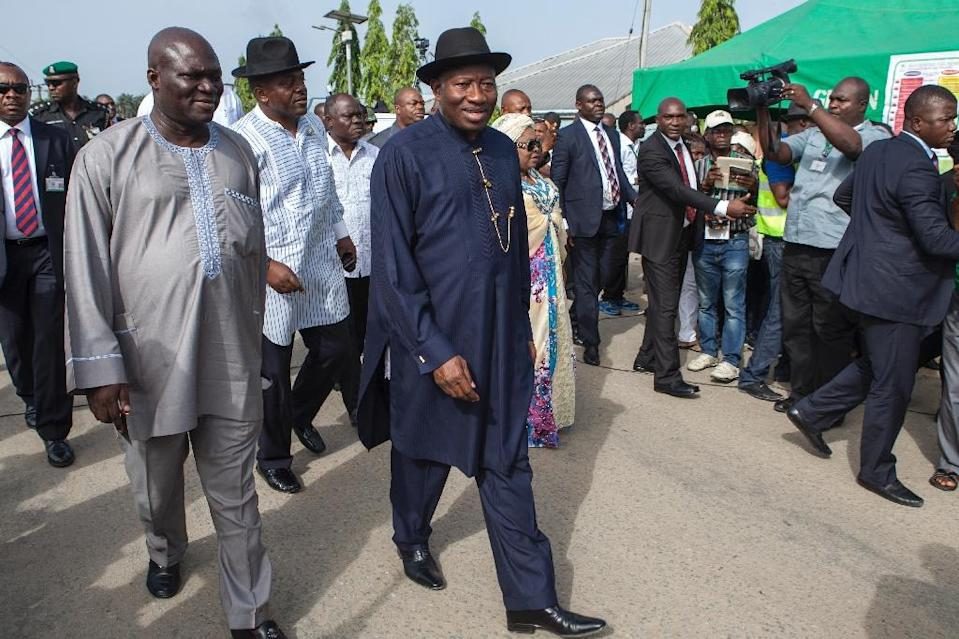 Nigerian President Goodluck Jonathan (C) arrives to cast his ballot during presidential elections at polling station in Otuoke on March 28, 2015 (AFP Photo/Florian Plaucheur)