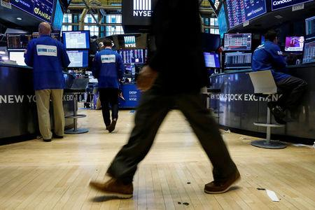 Traders work on the floor of the New York Stock Exchange (NYSE) in New York, U.S., September 21, 2017. REUTERS/Brendan McDermid