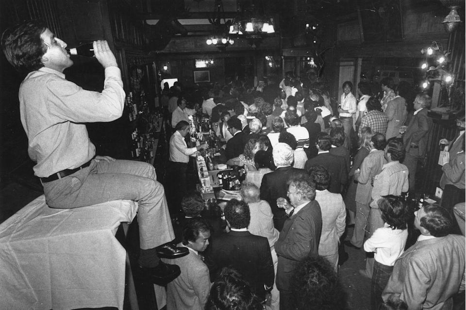 <p>A big crowd gathers to watch a boxing match at House of Shields, a San Francisco bar. Bars became a popular spot to watch sports back in the 1930s.</p>