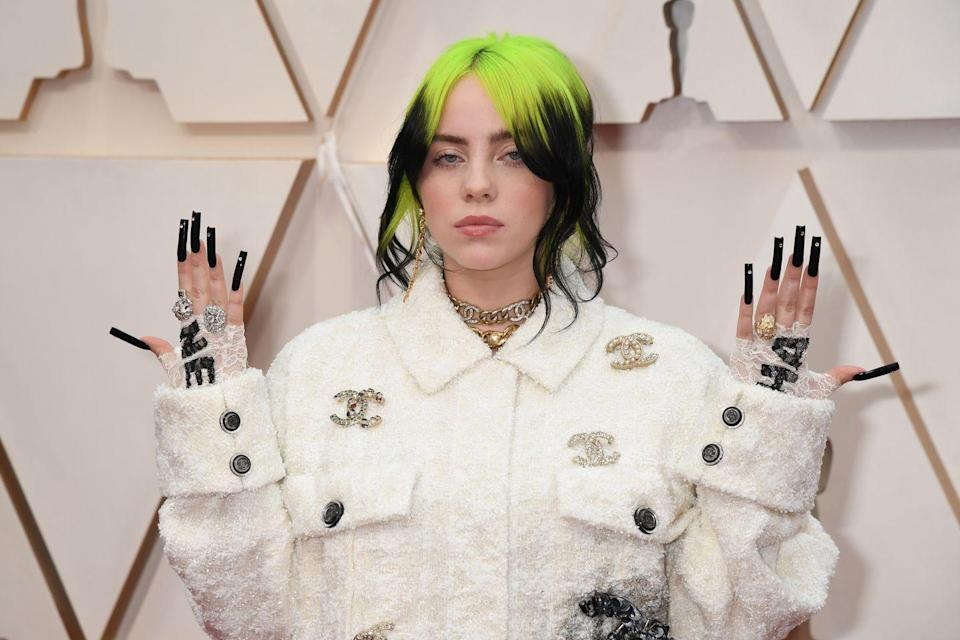 <p>La base verde fluo di Billie Eilish.</p>