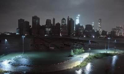 Superstorm Sandy Batters US Eastern Coast