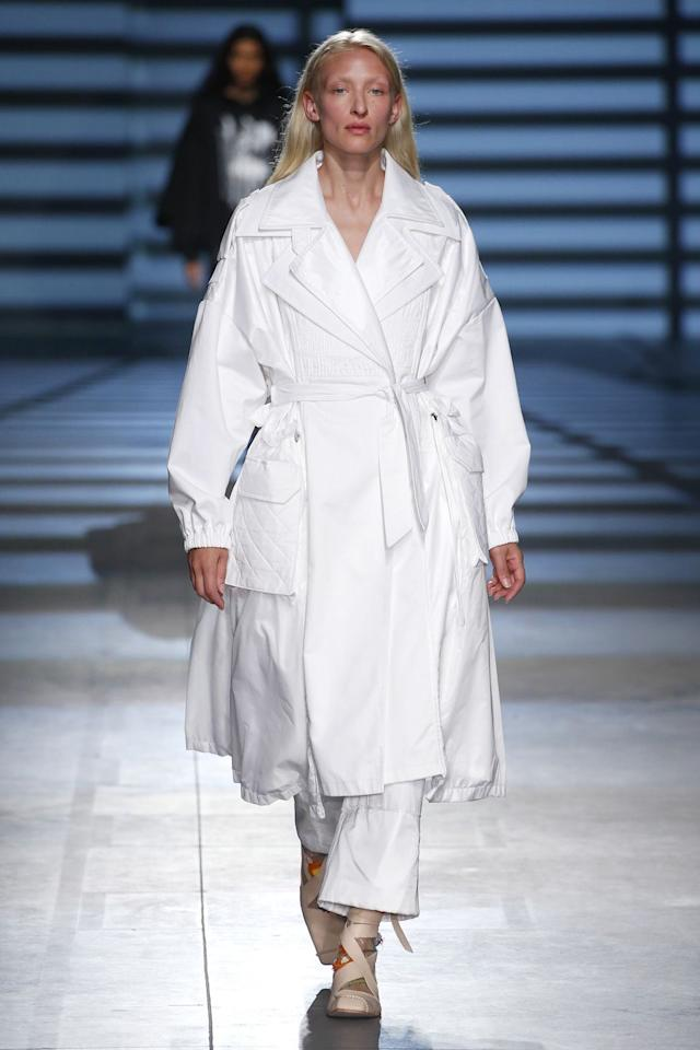 "<p>When choosing a winter coat, opt for an open-front multi-layered streamline coat, like this white trench seen at Preen by Thornton Bregazzi at London Fashion Week. The belt and oversized pockets help to detract from the decolletage.</p><p>Eg Alexander McQueen, Belted cotton-gabardine and houndstooth wool trench coat - £2,450</p><p><a class=""body-btn-link"" href=""https://go.redirectingat.com?id=127X1599956&url=https%3A%2F%2Fwww.net-a-porter.com%2Fgb%2Fen%2Fproduct%2F1159993%2FAlexander_McQueen%2Fbelted-cotton-gabardine-and-houndstooth-wool-trench-coat&sref=http%3A%2F%2Fwww.elle.com%2Fuk%2Ffashion%2Fwhat-to-wear%2Fg29055066%2Fbig-breasts-runway-looks%2F"" target=""_blank"">SHOP NOW</a></p>"