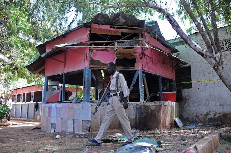 The scene of a suspected Shebab attack at the Village Restaurant in Mogadishu on January 2, 2016 (AFP Photo/Mohamed Abdiwahab)
