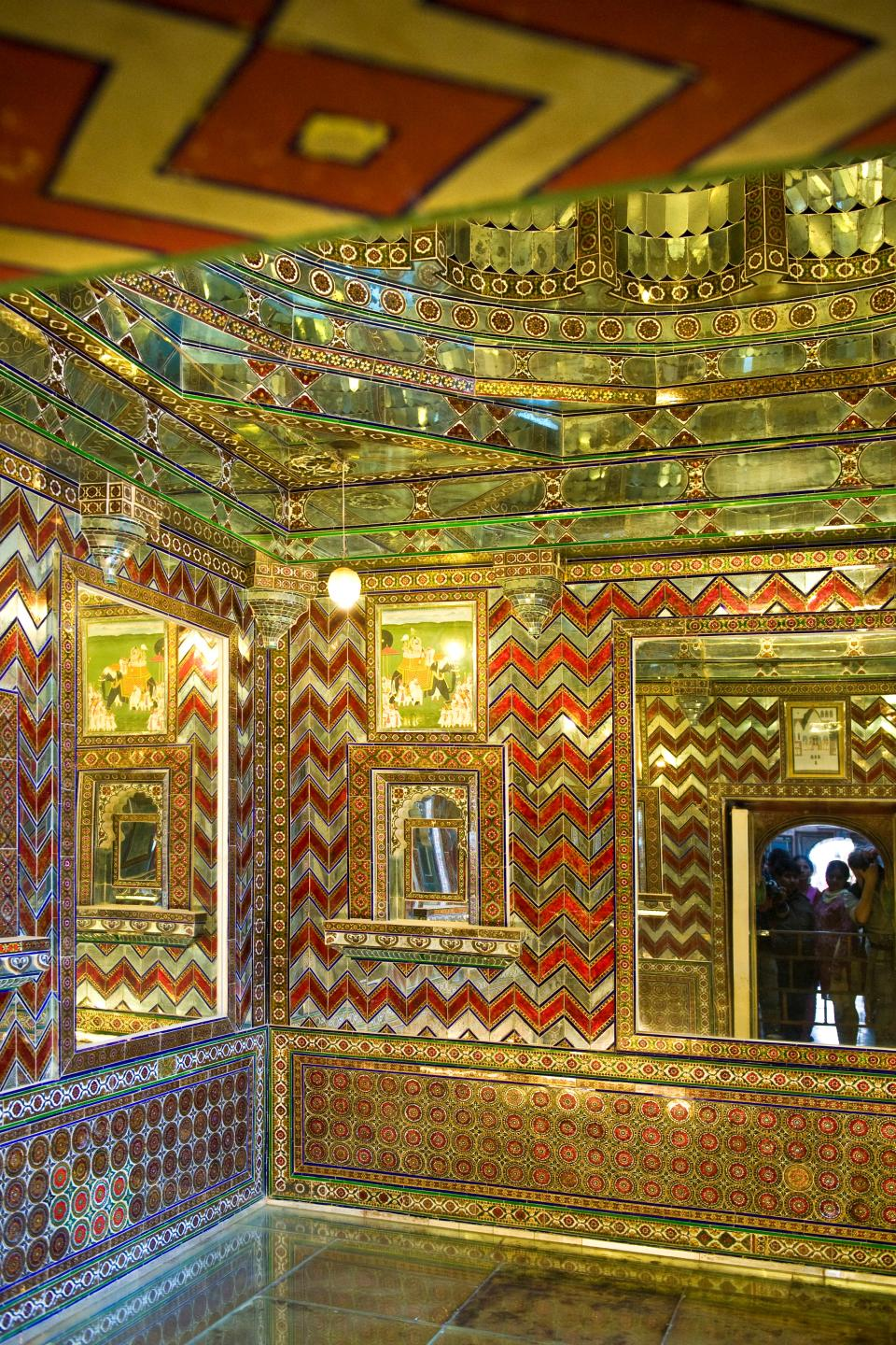 In an adjoining chamber, called the Kanch-ki-Burj, mosaics of mirrors adorn the walls. The Badi Charur Chowk within this chowk is a smaller court for private use. Its screen wall has painted and inlaid compositions depicting European men and Indian women.