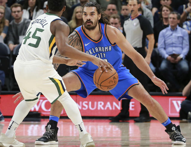 "<a class=""link rapid-noclick-resp"" href=""/nba/players/5163/"" data-ylk=""slk:Steven Adams"">Steven Adams</a> takes his eye off the ball. (AP)"