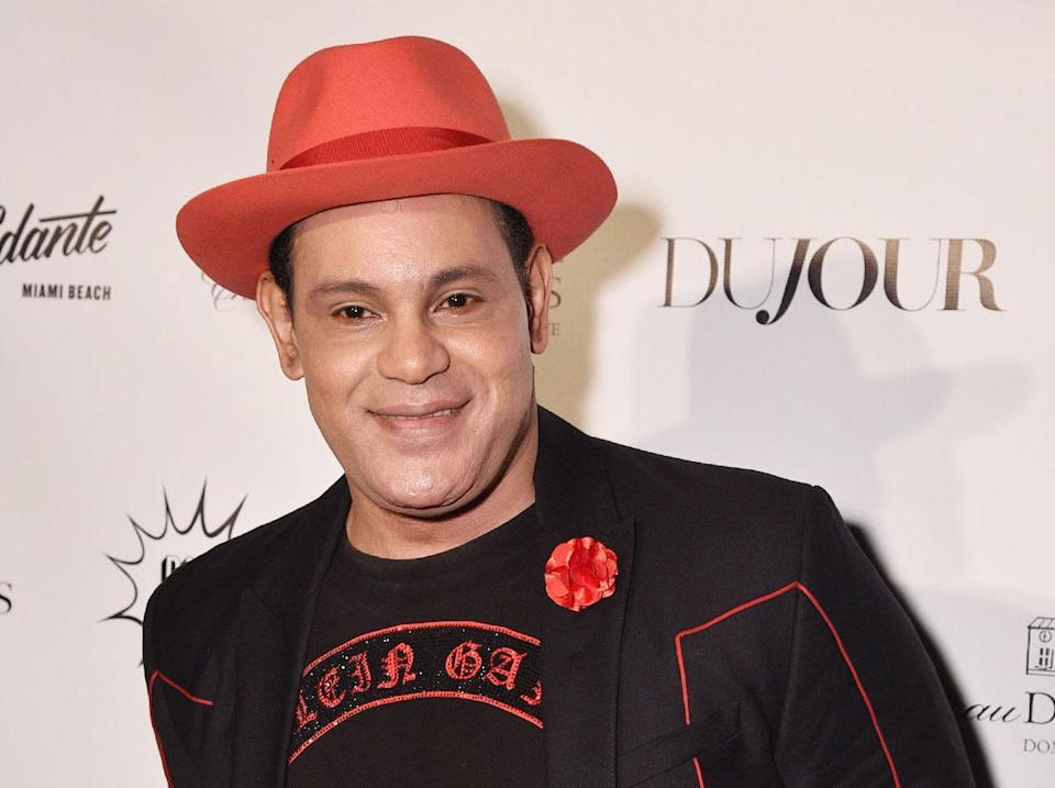 """Sammy Sosa was criticized for his """"bleached-white skin"""" by a Hall of Fame voter. (People)"""