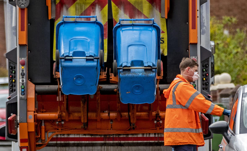 A refuse collector in Liverpool wears a facemask as he continues to do his job as the UK continues in lockdown to help curb the spread of the coronavirus. PA Photo. Picture date: Monday March 30, 2020. A total of 1,228 patients are reported to have died after testing positive for coronavirus in the UK. See PA story HEALTH Coronavirus. Photo credit should read: Peter Byrne/PA Wire (Photo by Peter Byrne/PA Images via Getty Images)