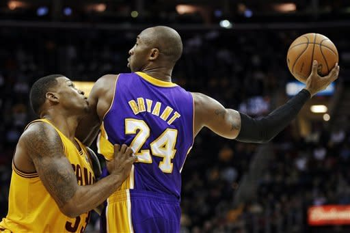 Los Angeles Lakers' Kobe Bryant (24) keeps the ball away from Cleveland Cavaliers' Alonzo Gee in the first quarter of an NBA basketball game, Tuesday, Dec. 11, 2012, in Cleveland. (AP Photo/Mark Duncan)