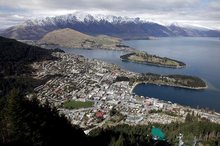 FILE PHOTO - A general view of Queenstown September 14, 2011.   REUTERS/Stefan Wermuth/File Photo