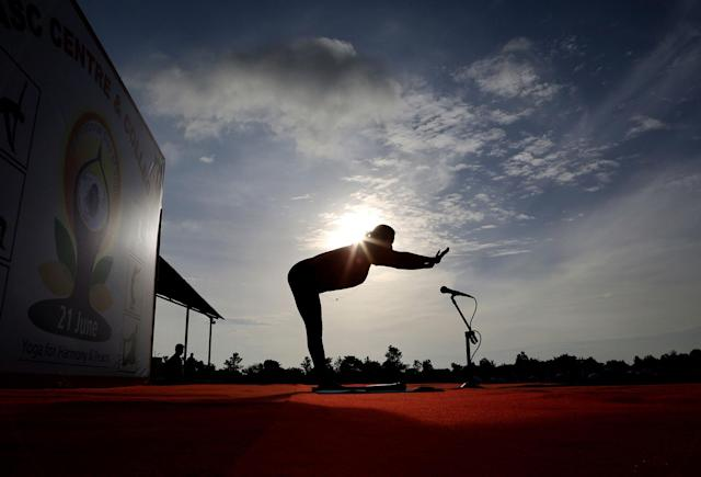 <p>An Indian yoga instructor leads a large group of Indian army soldiers at a yoga session to mark International Yoga Day in Bangalore, India, Wednesday, June 21, 2017. (Photo: Aijaz Rahi/AP) </p>