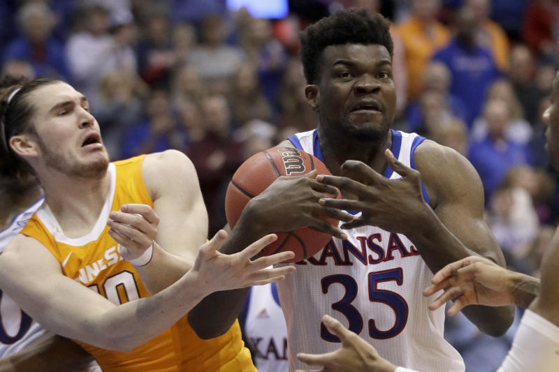 Udoka Azubuike picked up the slack in the post as Kansas held off a Tennessee rally with a thin frontcourt. (AP Photo/Orlin Wagner)