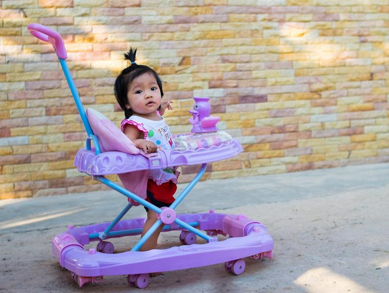 Baby walkerssend roughly 2000 babies to the emergency room every year. Here's what experts want everyparent to know aboutthe dangers of walkers.
