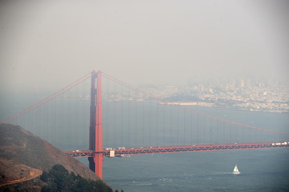 SAUSALITO, CALIFORNIA - AUGUST 20:  Heavy smoke from nearby wild fires covers the Golden Gate Bridge and San Francisco on August 20, 2020 as seen from the Marin Headlands in Sausalito, California. (Photo by Ezra Shaw/Getty Images)