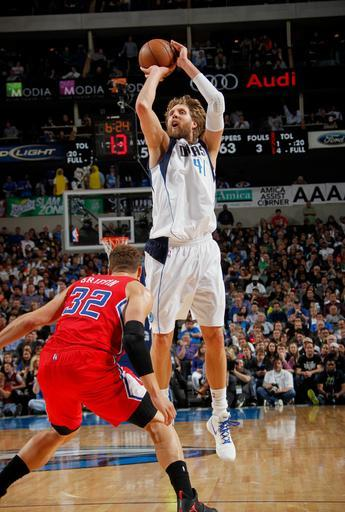 DALLAS, TX - MARCH 26: Dirk Nowitzki #41 of the Dallas Mavericks shoots a jumper against Blake Griffin #32 of the Los Angeles Clippers on March 26, 2013 at the American Airlines Center in Dallas, Texas. (Photo by Glenn James/NBAE via Getty Images)