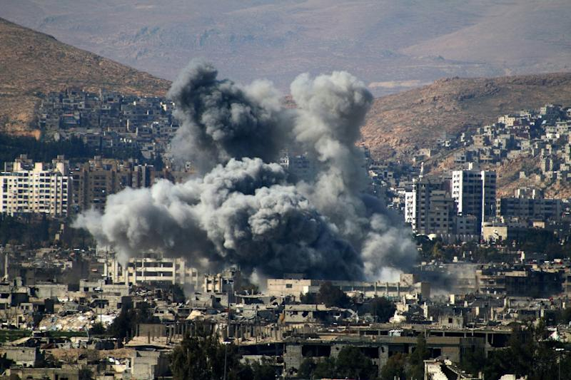 Smoke billows following reported air strikes on the rebel-held area of Qabun, east of Damascus, on March 6, 2017 (AFP Photo/Mohammed EYAD)
