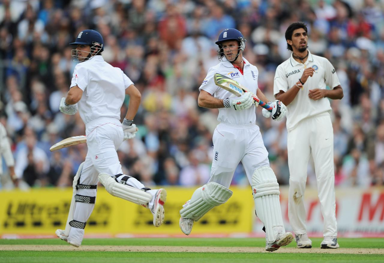 LONDON, ENGLAND - AUGUST 18:  Andrew Strauss of England runs between the wickets with Alastair Cook (L) watched by Ishant Sharma of India during day one of the 4th npower Test Match between England and India at The Kia Oval on August 18, 2011 in London, England.  (Photo by Gareth Copley/Getty Images)
