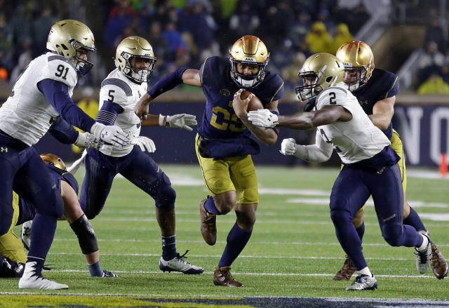 "Notre Dame wide receiver <a class=""link rapid-noclick-resp"" href=""/ncaaf/players/264230/"" data-ylk=""slk:Kevin Stepherson"">Kevin Stepherson</a> (29) leads the team with 5 touchdown catches. (AP Photo/Michael Conroy)"