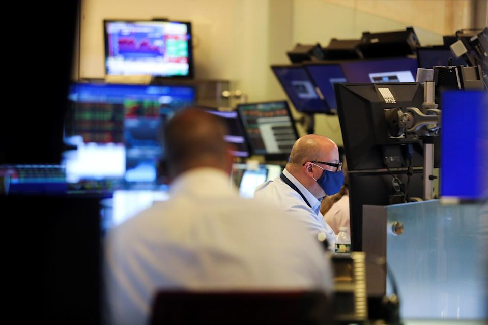 Traders work in the dealing room of the New York Stock Exchange in New York, United States on August 19, 2021. The S&P 500 Index closed at 4,405.80 points, up 5.53 points, or 0.13%.  The Dow Jones Industrial Average closed at 34,894.12 points, down 66.57 points, or 0.19%.  The Nasdaq Composite Index closed at 14,541.79 points, up 15.88 points, or 0.11%.  (Photo by Wang Ying / Xinhua via Getty Images)